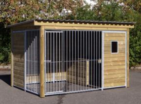 Chenil pour chien Forz avec niche isolée, cadre en bois et fenêtre.