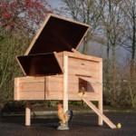 Poulailler avec toit en charnière
