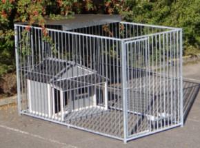 Chenil pour chien Flinq avec demi toit et niche pour chien