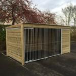 Chenil pour chien Forz avec cadre en bois et niche isolée