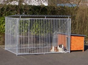 Grand chenil avec toit et niche pour chien isolée 200x407 cm