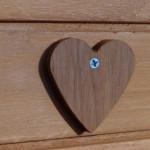 Coeur en bois sur le poulailler