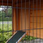 Poulailler avec nichoir verrouillable