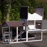Poulailler avec enclos avec des grandes portes pour un accessibilité optimale