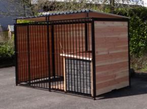 Chenil pour chien FERM Noir avec toit et niche pour chien Select 1,5 x 3 m.